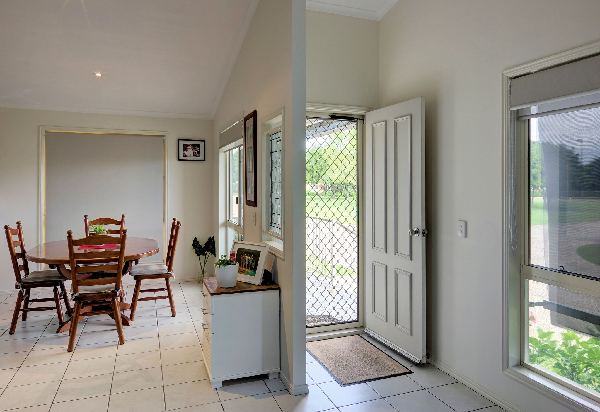 Entry Dining